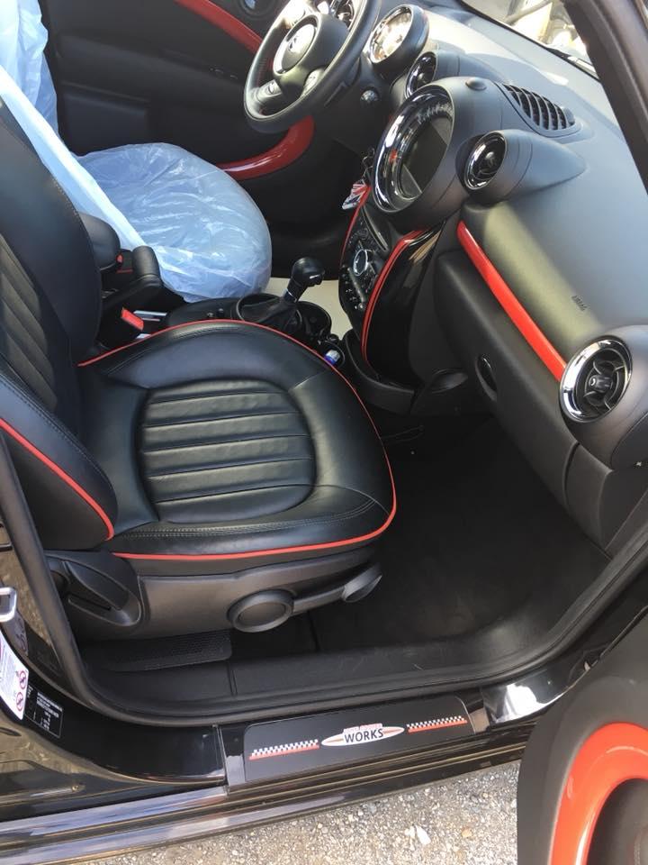 Vue de l'intérieur d'une voiture Mini