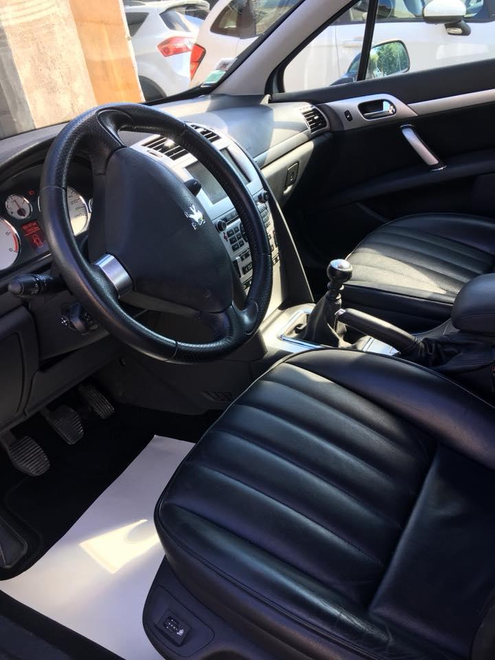 Vue intérieur d'une Peugeot